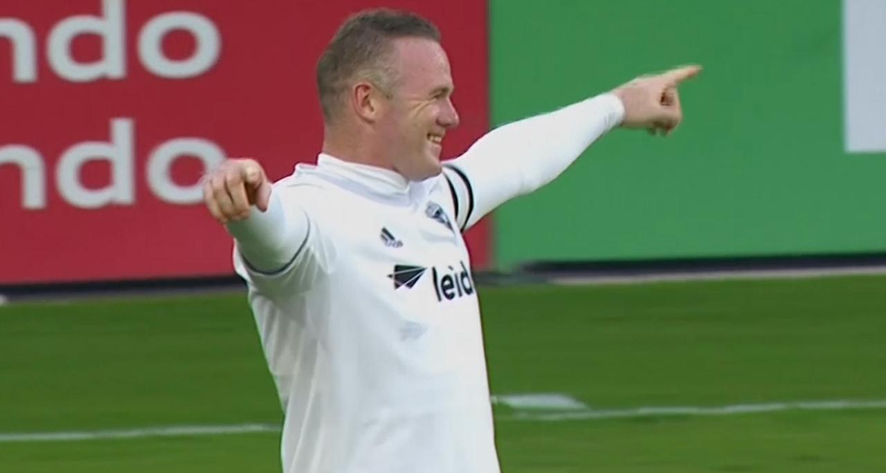 Rooney verzilvert een vrije trap uit 'onmogelijke hoek'