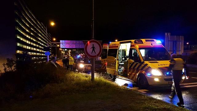 Twee gewonden na botsing met pilaar in Heemstedestraat