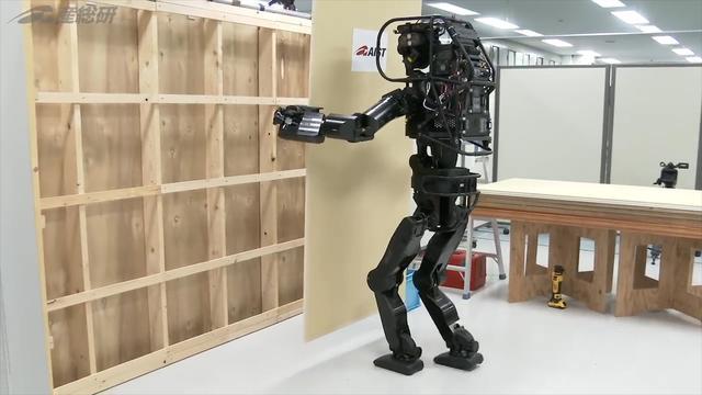 Japan ontwikkelt mensrobot vanwege tekort aan bouwvakkers