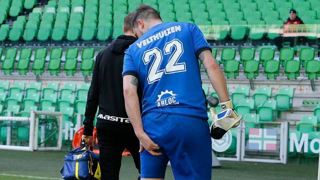 Piet Velthuizen raakte tegen FC Groningen geblesseerd aan zijn hamstring.
