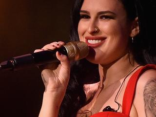 Actrice vertolkt rol van singer-songwriter