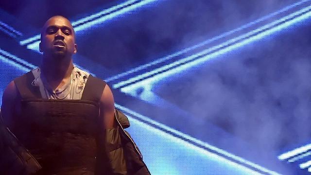 Boe-geroep tijdens optreden Kanye West