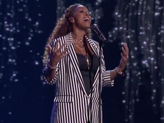Vertolking van Never Enough brengt Amsterdamse zangeres verder in talentenshow