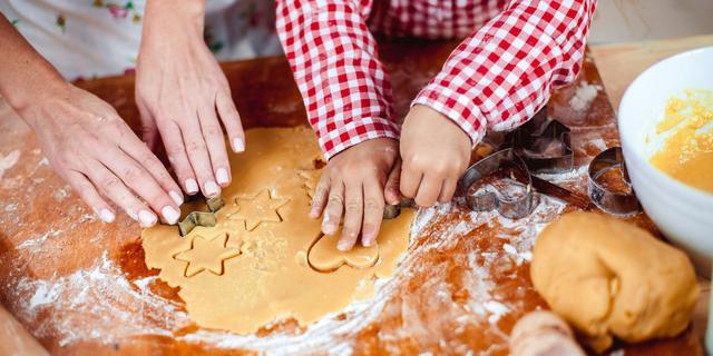 Om je vingers bij af te likken: Kun je veilig rauw koekjesdeeg eten?