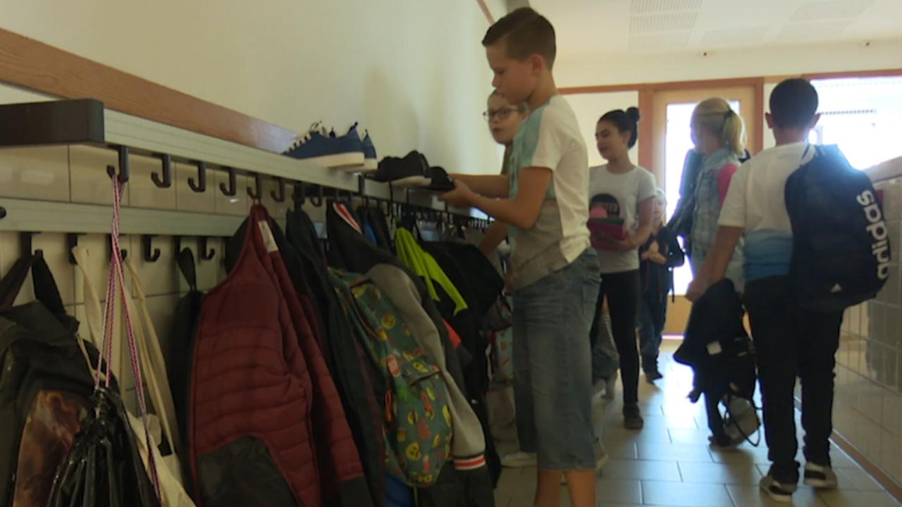 Kinderen na zes weken vakantie weer naar school in Midden-Nederland
