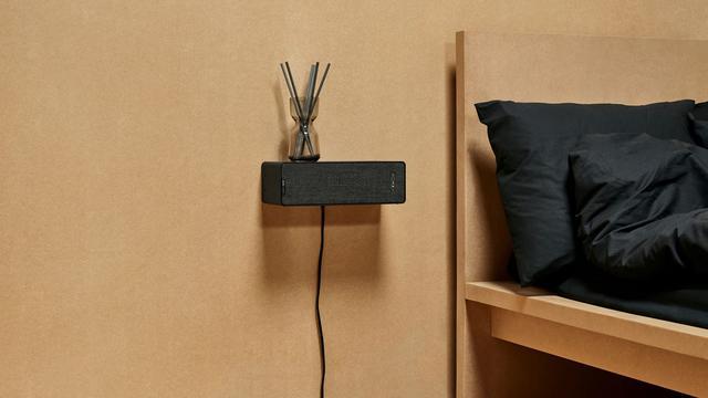 IKEA toont slimme speaker die als boekenplank gebruikt kan worden