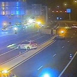 Spookrijder veroorzaakt ongeluk op A7, vier mensen raken gewond.