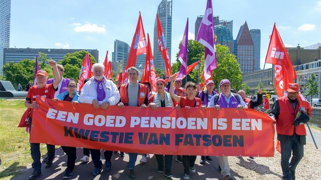 Vakbond FNV stemt nog niet in met pensioenakkoord, Koolmees teleurgesteld