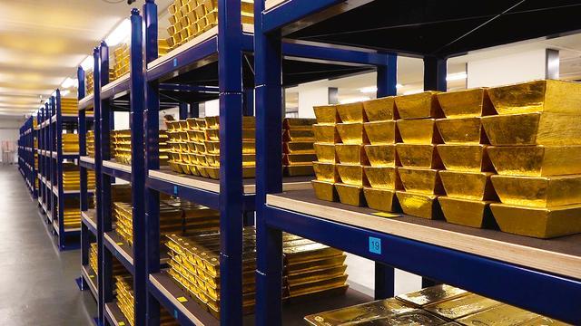 Exclusief kijkje in zwaarbeveiligde goudkluis DNB