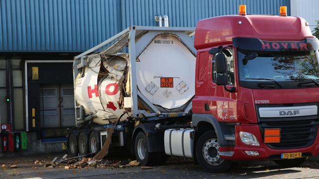 Opslagtank van vrachtwagen ontploft op Majoppeveld