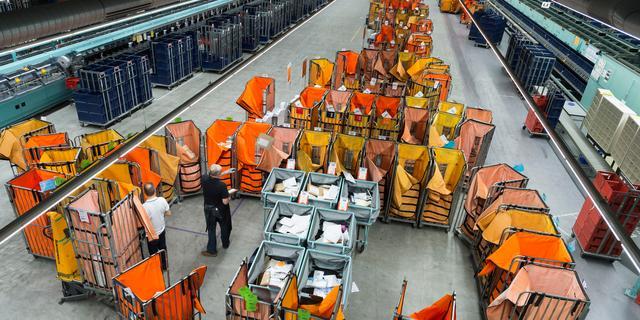 Pakketten en postzegels leveren PostNL hogere omzet op