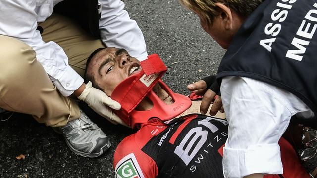 Porte breekt sleutelbeen en bekken bij zware val in Tour