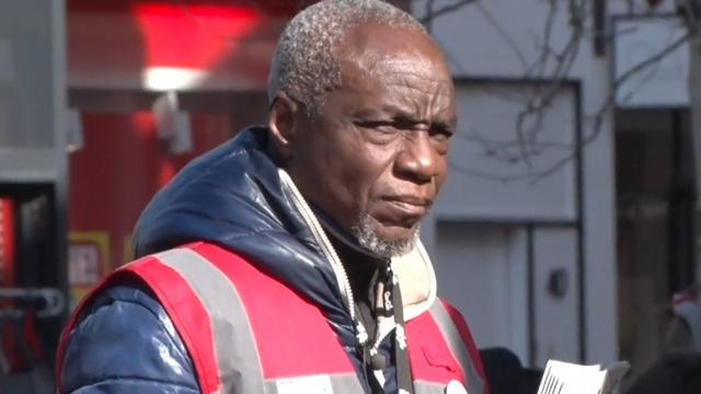 Tas van straatkrantverkoper gestolen en dag later leeg teruggevonden