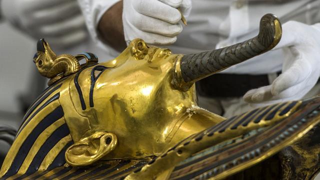 Medewerkers museum verdacht van beschadigen masker Toetanchamon