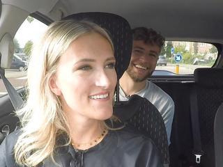 In de auto met
