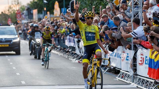 Tour-winnaar Bernal klopt Kruijswijk in sprint bij criterium in Chaam