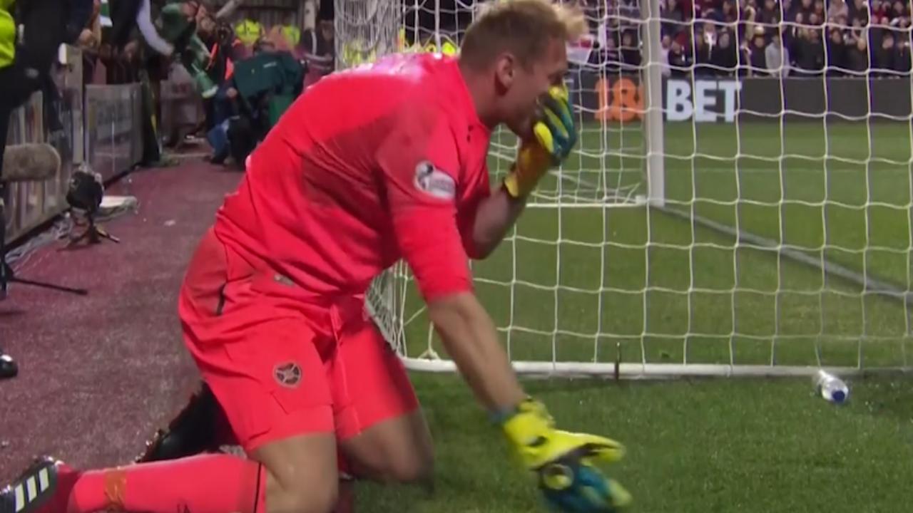 Fan Hibernian FC slaat keeper in gezicht tijdens verhitte derby