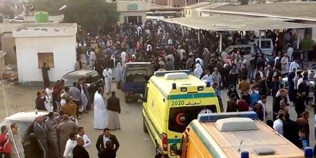 Egyptische leger voert luchtaanvallen uit na aanslag op moskee