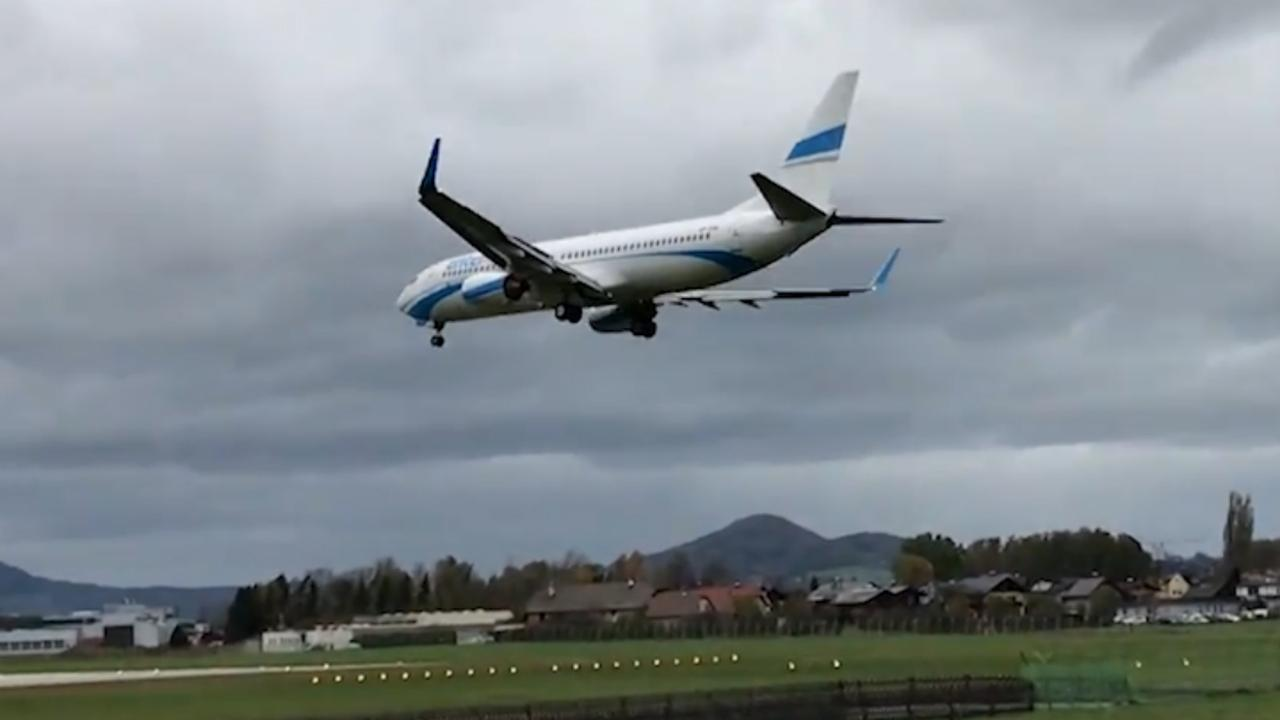 Vliegtuig maakt doorstart na landingspoging door wind in Salzburg