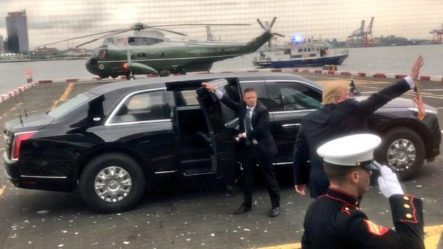 Nieuwe presidentiële limousine Trump voor het eerst in het openbaar