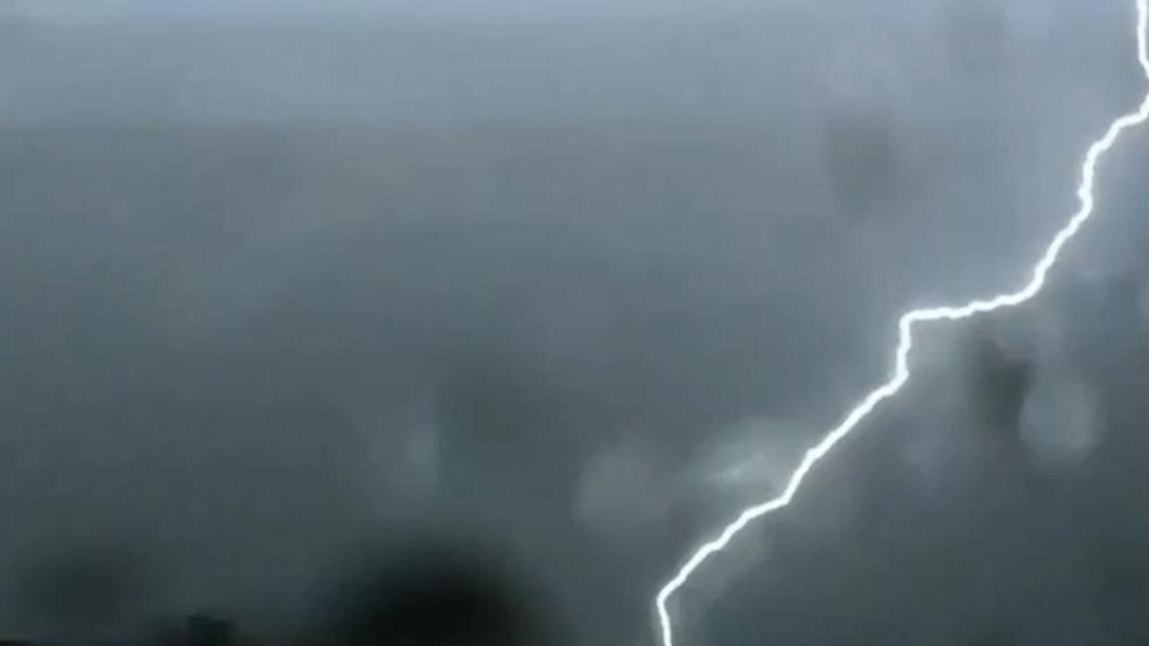 Compilatie: Onweer trekt over Nederland