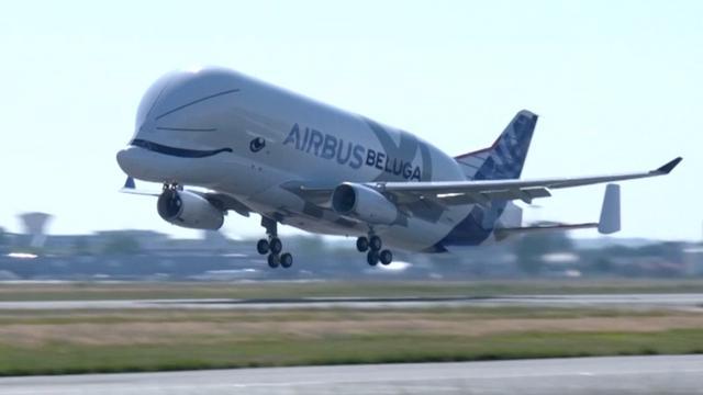 'Walvis' vliegtuig maakt eerste vlucht in Frankrijk