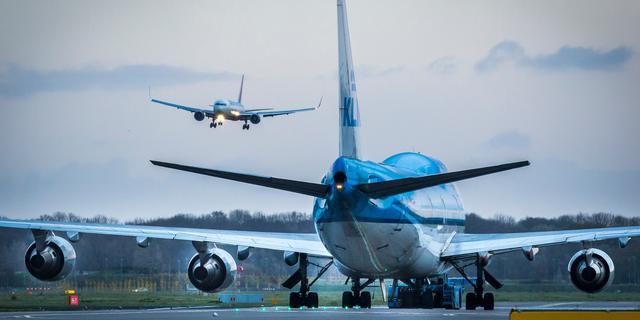 Goedgevulde vliegtuigen in februari