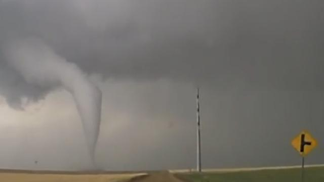 Dashcam legt begin van tornado vast in Colorado