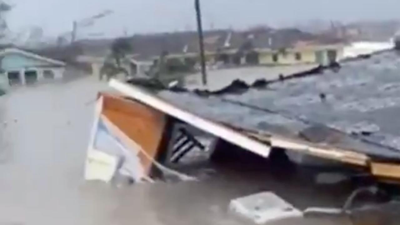 Ingestorte huizen en puinhoop door orkaan Dorian op Bahama's