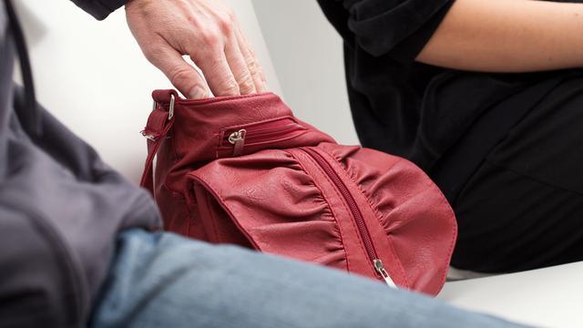 Dit zijn de meestgebruikte trucs van zakkenrollers in Europese steden