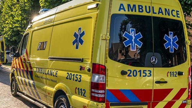 Auto belandt op zijkant na eenzijdig ongeval Haarkade in Leiden