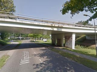 Viaduct krijgt afbeeldingen van klaprozen