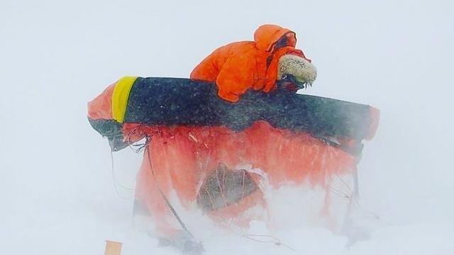 Amerikaanse man (33) eerste persoon ooit die alleen Antarctica oversteekt