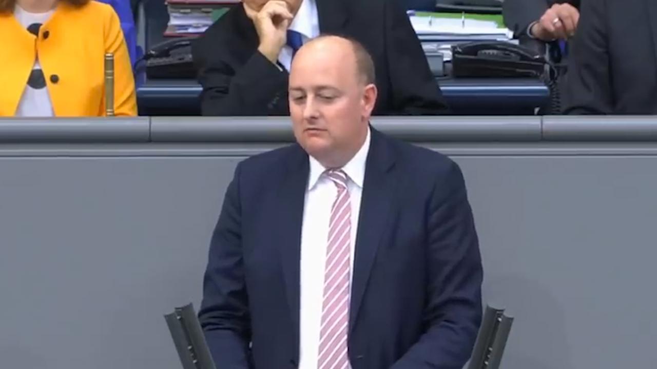 Duits parlementslid wordt onwel tijdens toespraak
