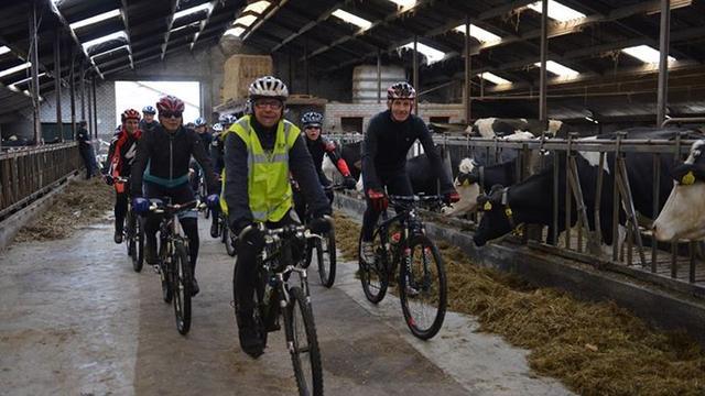 Crossduathlon Etten-Leur weer door de koeienstal