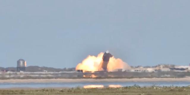 Test met Marsraket van SpaceX eindigt wederom met explosie bij landing