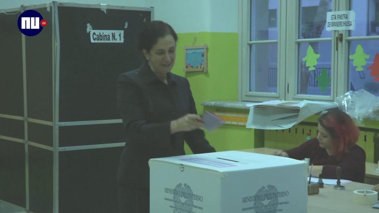 Italiaans Poolse Woonkamer : Italianen naar de stembus voor referendum nu het laatste nieuws