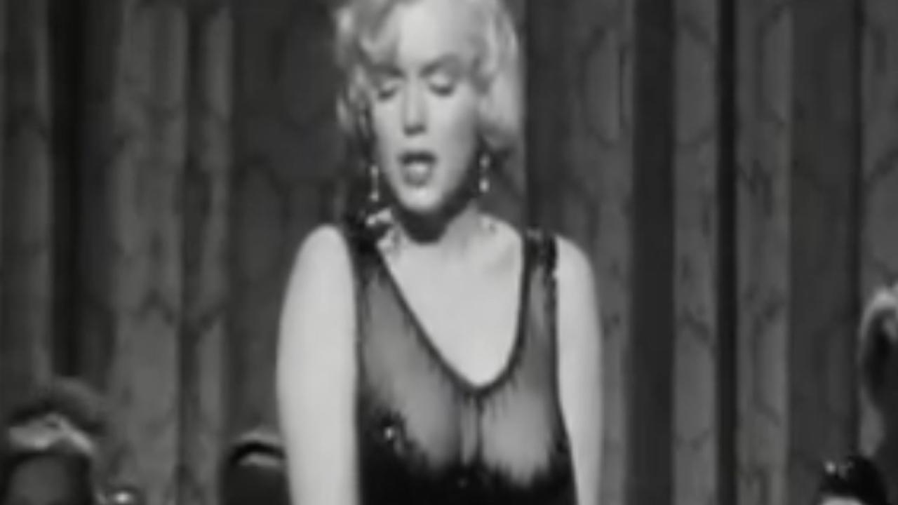 Marilyn Monroe draagt jurk die te koop staat