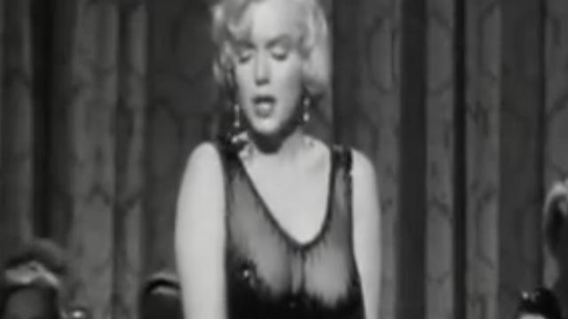 Jurk waarin Marilyn Monroe John F. Kennedy toezong onder de hamer