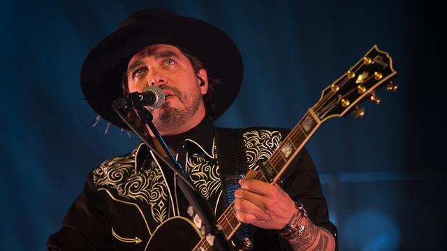 Waylon draagt outfit van Sunnery James bij Songfestivaloptreden