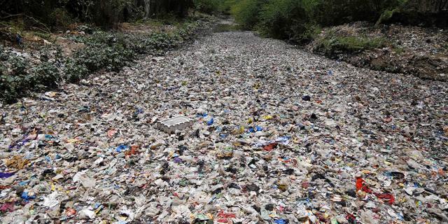 'Plasticverbod scheelt fabrikanten hooguit paar procent winst'