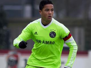 Bijna 17-jarige aanvaller tekent tot medio 2019