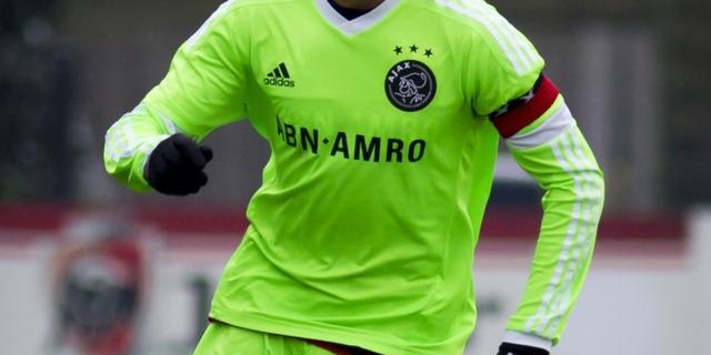 Zoon Patrick Kluivert tekent eerste Ajax-contract
