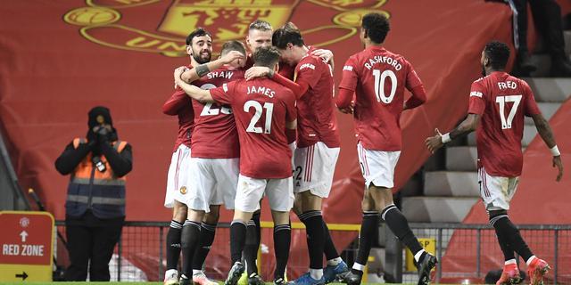 United wint door eigen goal, Arsenal klopt Tottenham ondanks 'rabona' Lamela