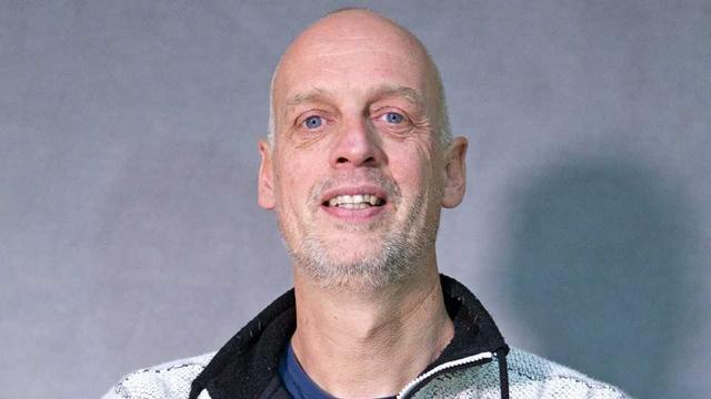 Friese kunstenaar Hans Jouta gaat standbeeld van Johan Cruijff maken