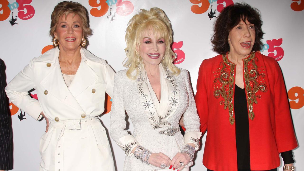 Dolly Parton scoort gastrol in comedy Grace and Frankie met Jane Fonda - NU.nl