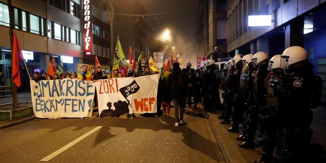 Politie gebruikt traangas bij demonstratie tegen World Economic Forum
