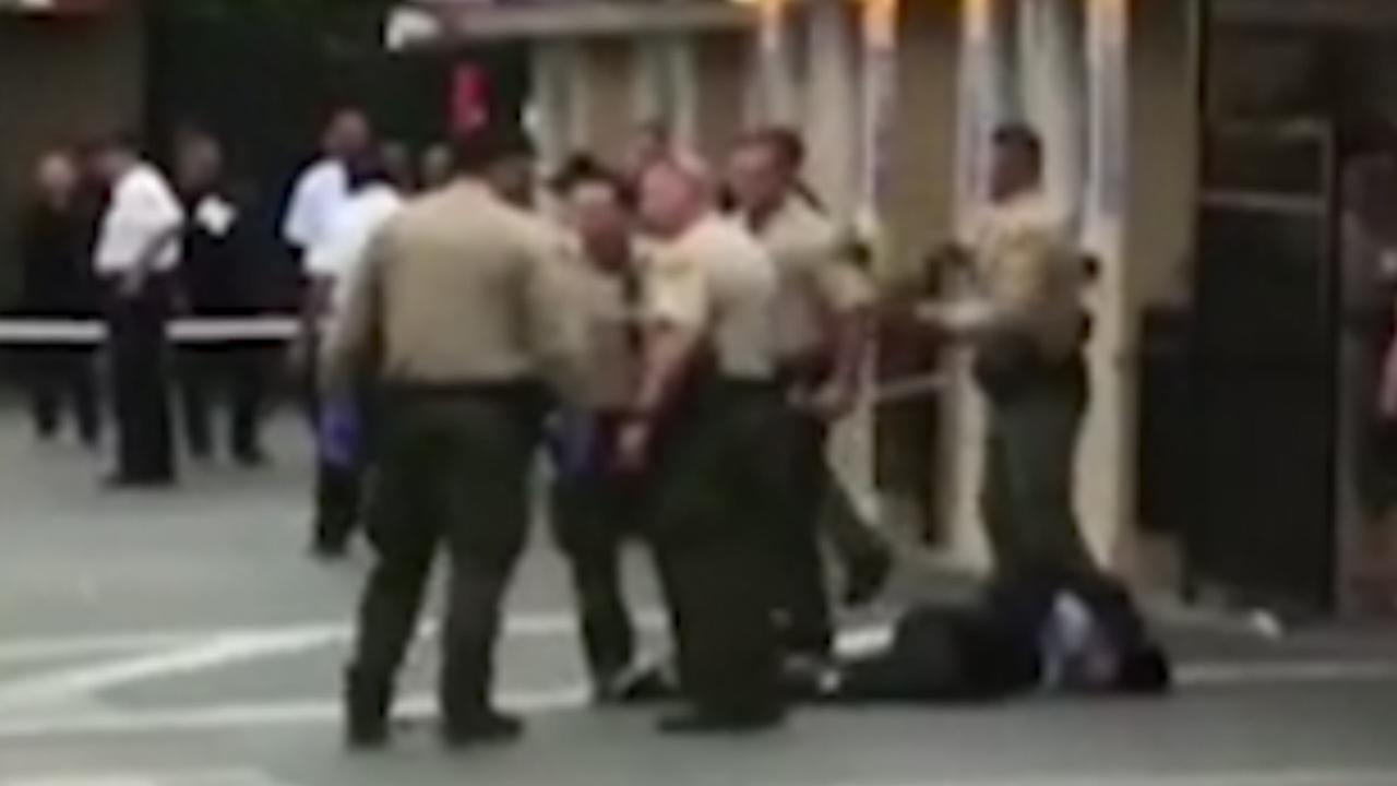 Politie omsingelt neergeschoten verdachte bij concert Ice Cube