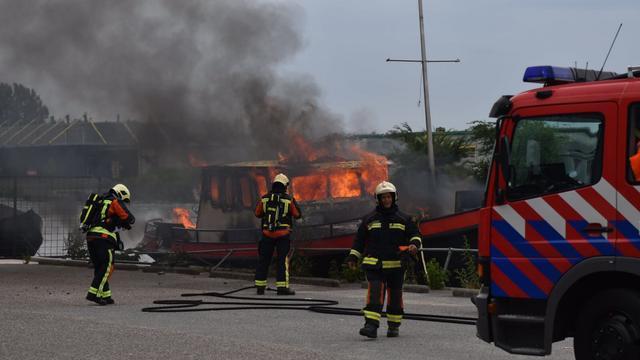 Scheepsbrand in Rijnhaven Alphen aan den Rijn snel onder controle