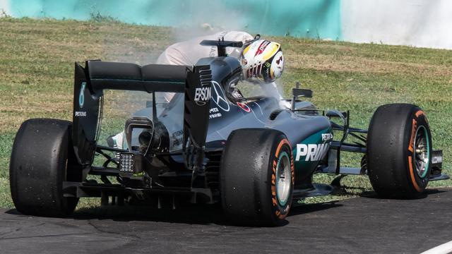 Mercedes achterhaalt oorzaak van uitvallen Hamilton